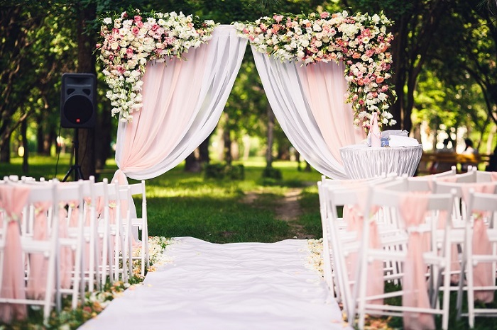 The perfect guide to hiring wedding furniture