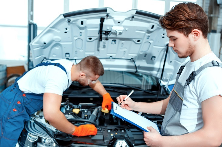 Features To Look at When Hiring Car Repair Experts Online